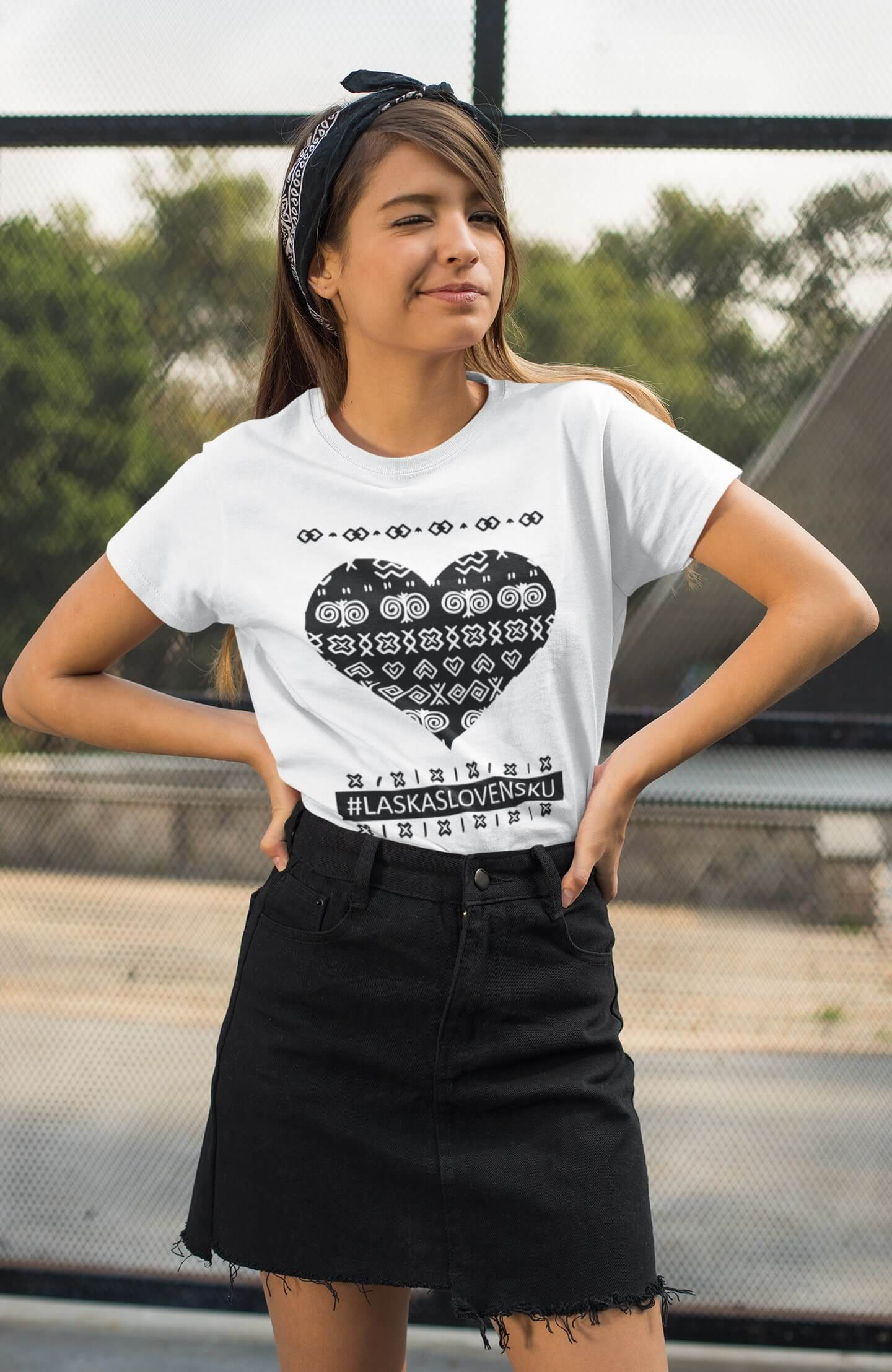 MMO Dámske tričko Láska Slovensku Vyberte farbu: Biela, Vyberte veľkosť: XS