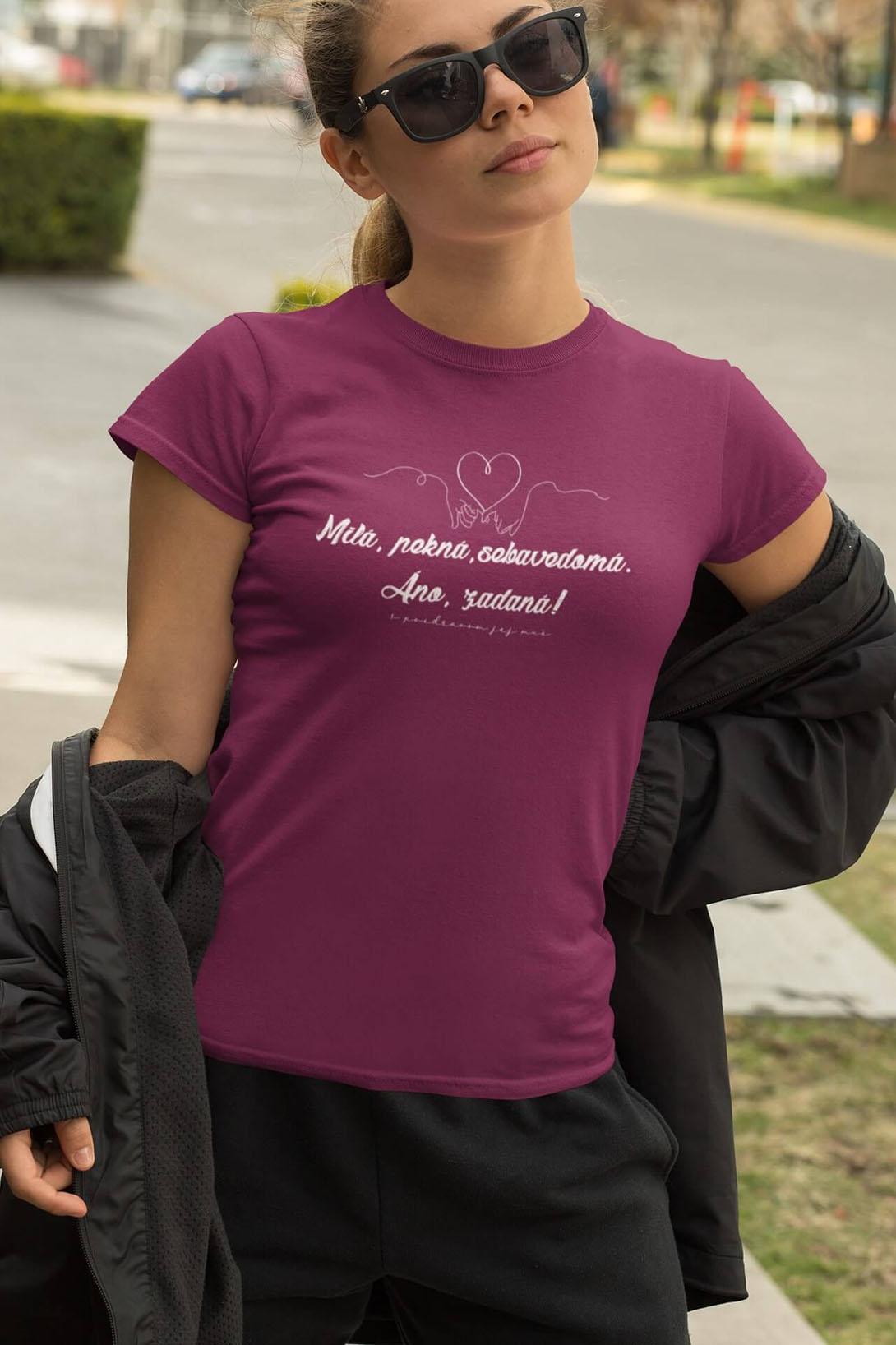 MMO Dámske tričko Milá, pekná, sebavedomá Vyberte farbu: Fuchsiovo červená, Vyberte veľkosť: M