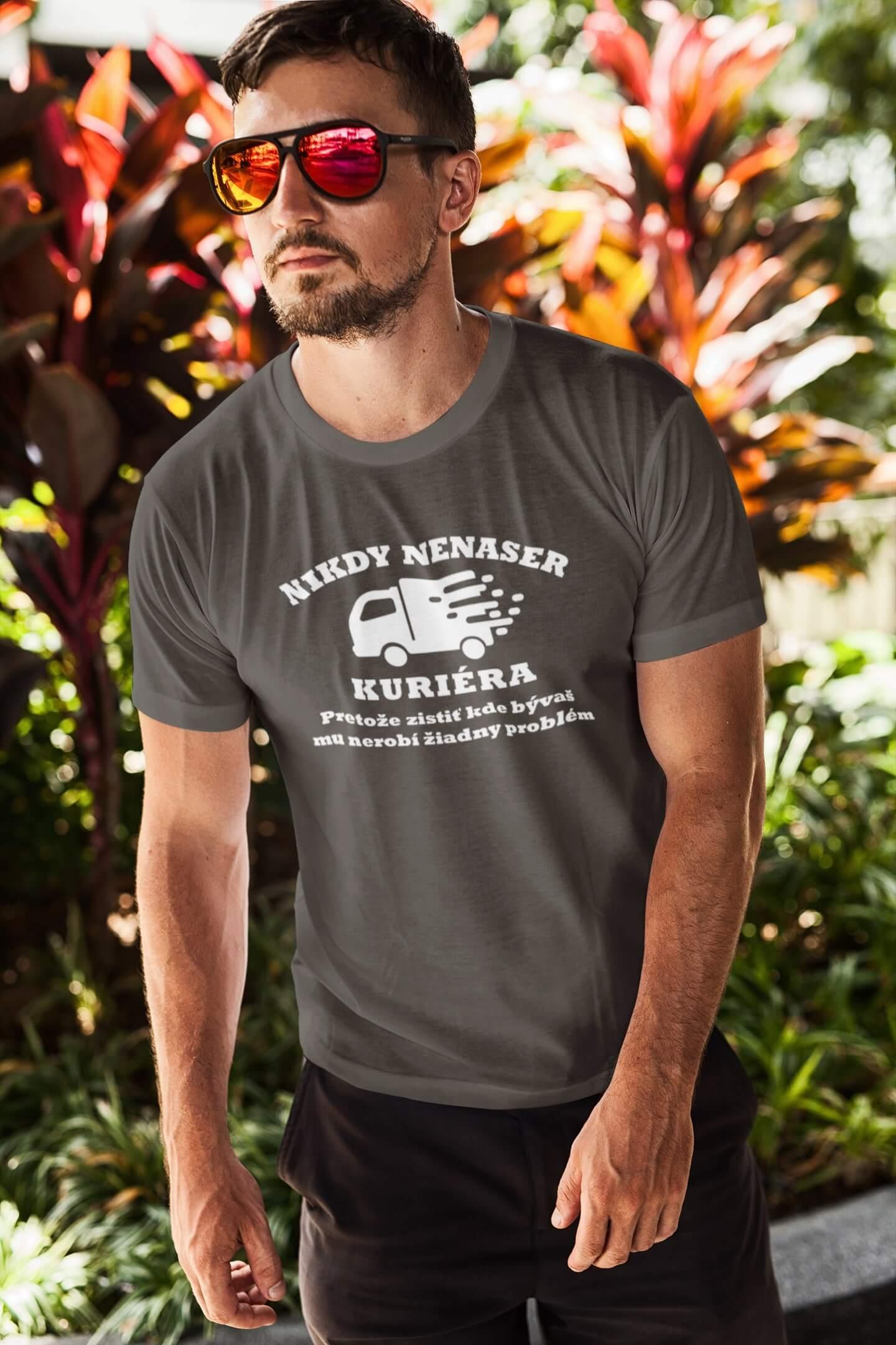 MMO Pánske tričko Kurier Vyberte farbu: Tmavá bridlica, Vyberte veľkosť: XL