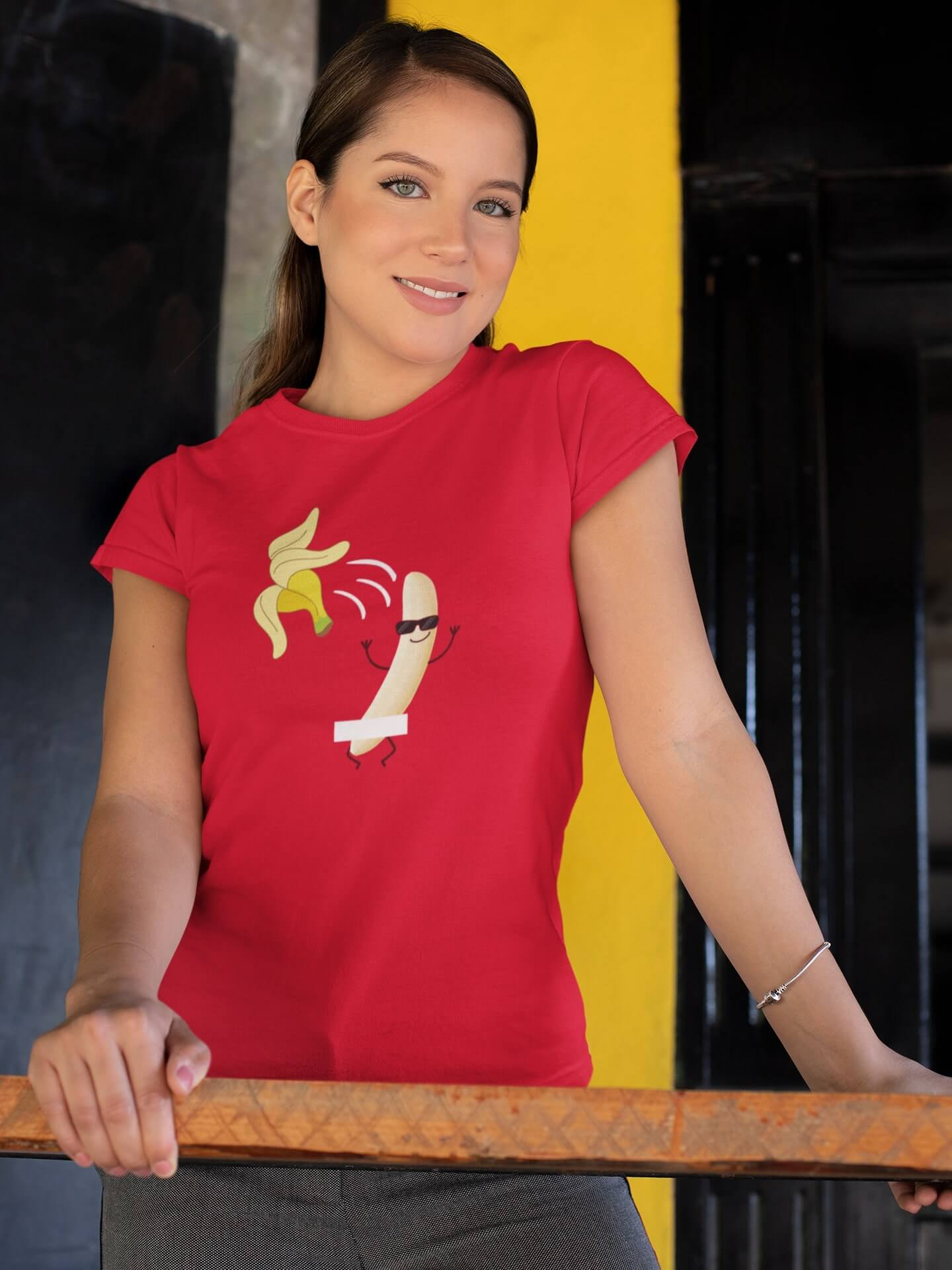 MMO Dámske tričko BANAN Vyberte farbu: Červená, Dámska veľkosť: M