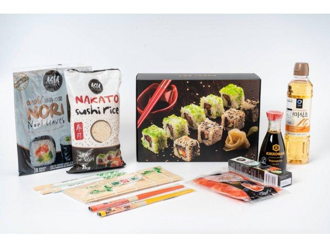 sushi set s ozdobnými hůlkami v dárkovém balení