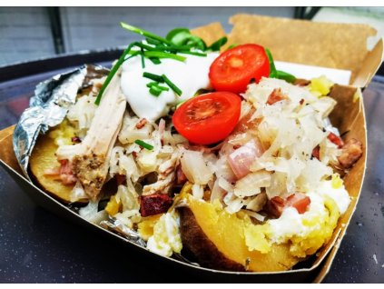 Budějcká prďola - trhaný maso a zelíčko s restovanou slaninkou na pečené bramboře