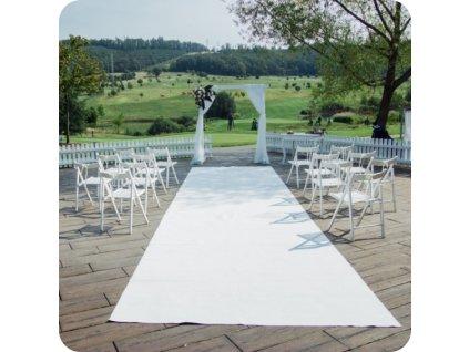 bílý koberec běhoun svatební ulička