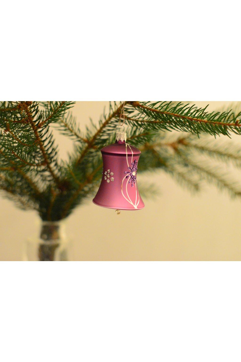 Vánoční ozdoba dekorovaná zvonek