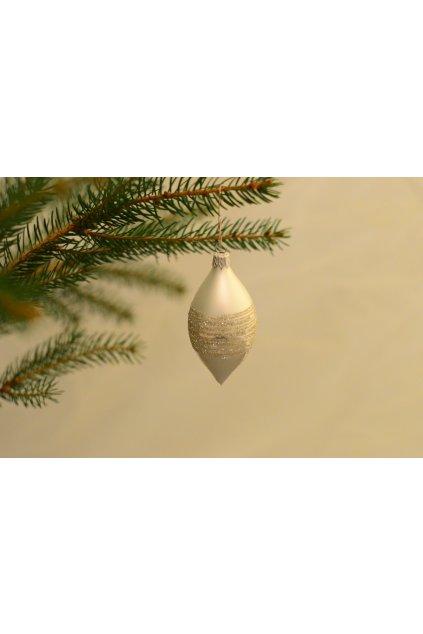 Vánoční ozdoba dekorovaná oliva