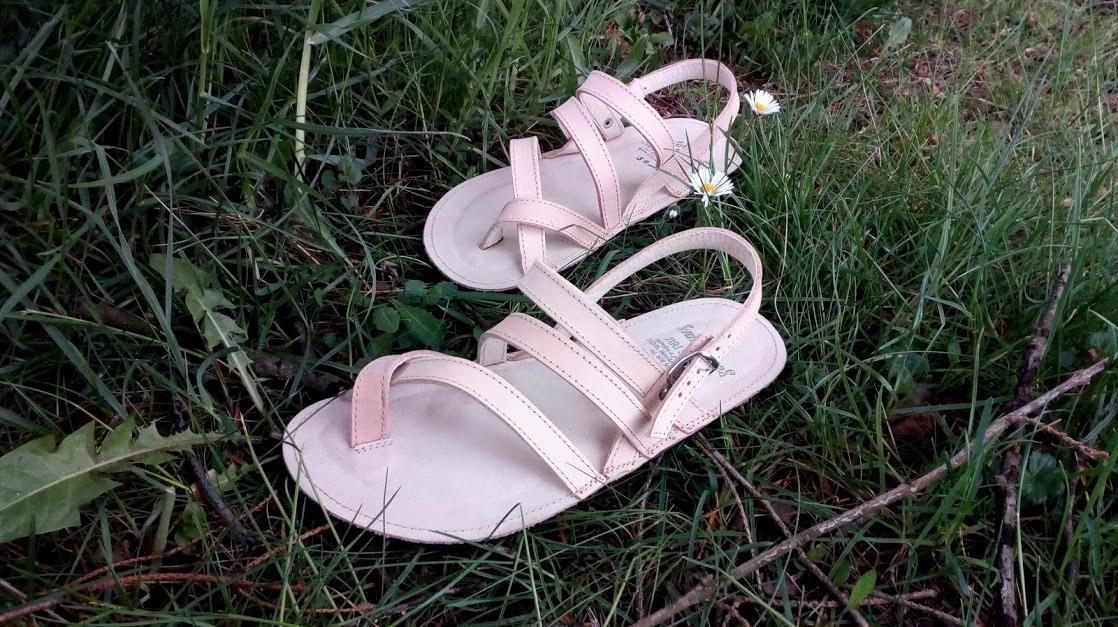 Lehounké letní sandálky z přírodní, nebarvené kůže...