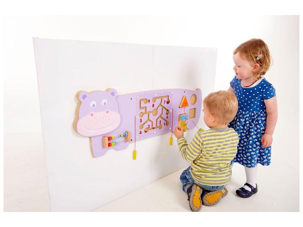 Dřevěný interaktivní hroch na zeď s aktivitami