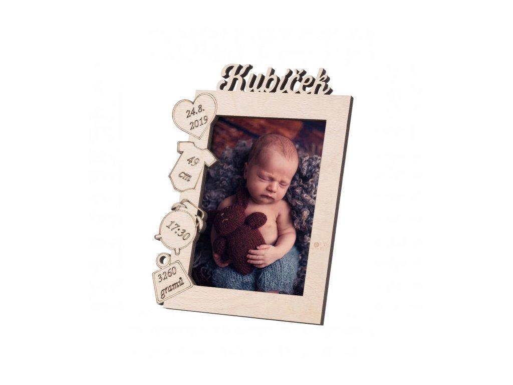 Dřevěný rámeček se jménem k narození miminka