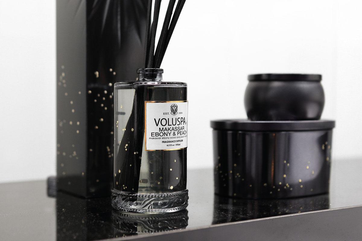 voluspa-aroma-difuzer-s-tycinkami-makassar-ebony-peach