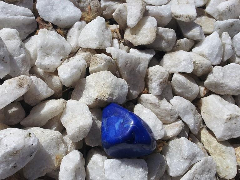 Odhoďte okovy stresu a osvoboďte se od pocitů nervozity s Lapisem Lazuli