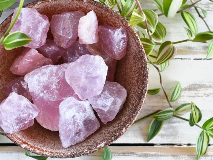 Čerpejte energii z drahých kamenů! Růženín jako kámen lásky!