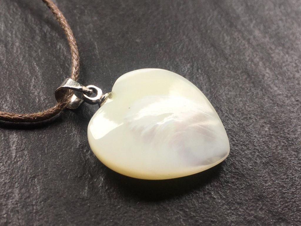 přívěsky z minerálů, perleť přívěsek srdce
