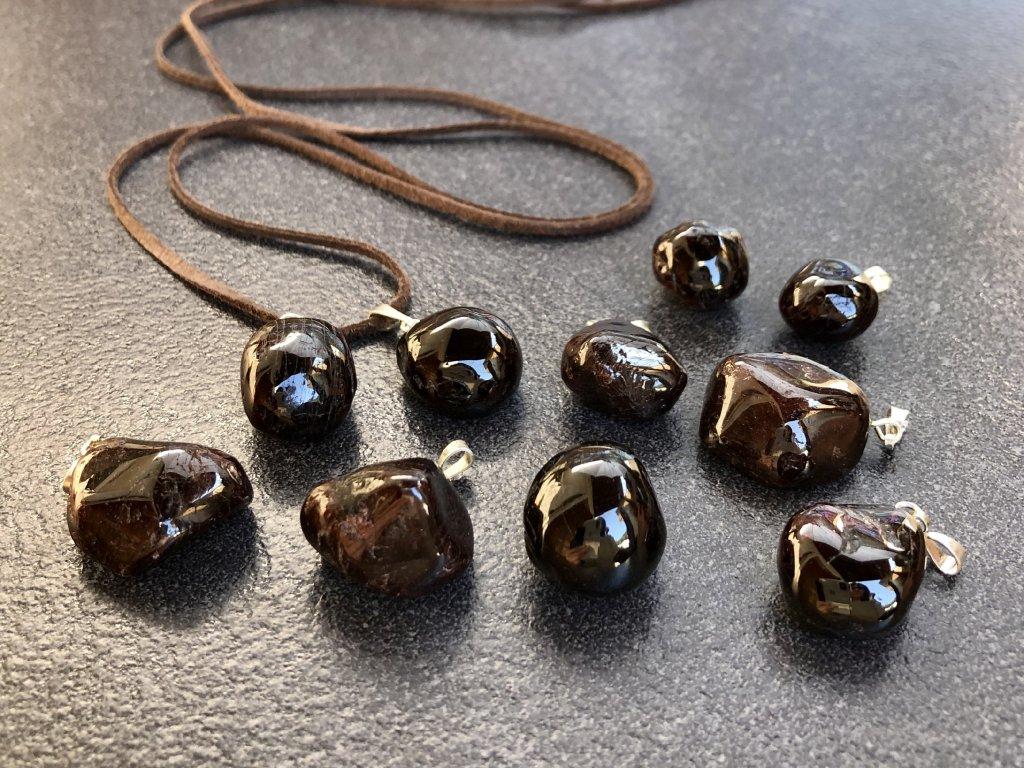 přívěsky z minerálů, granát přívěsek