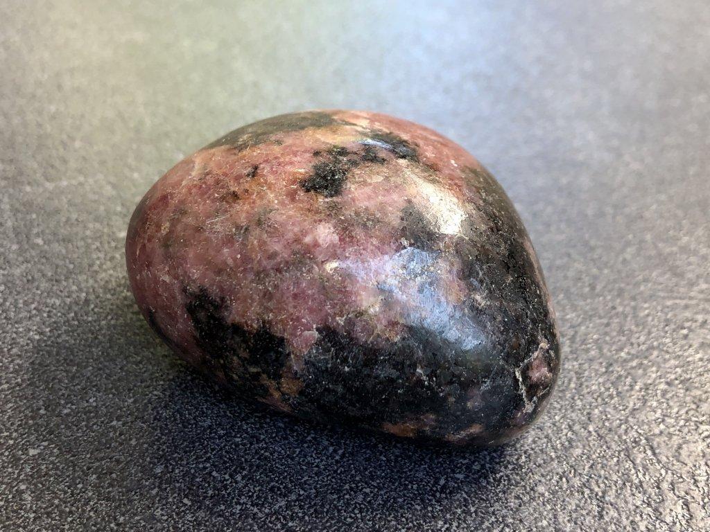 rodonit sebepoškozování minerál kameny