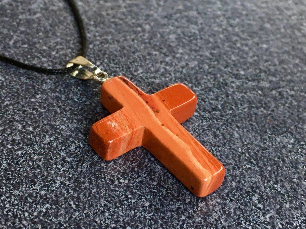 jaspis červený přívěsek křížek