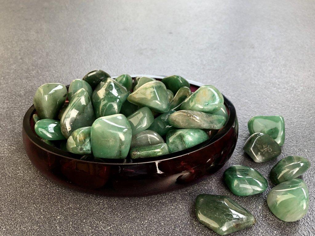 tromly z minerálů, chalcedon zelený troml
