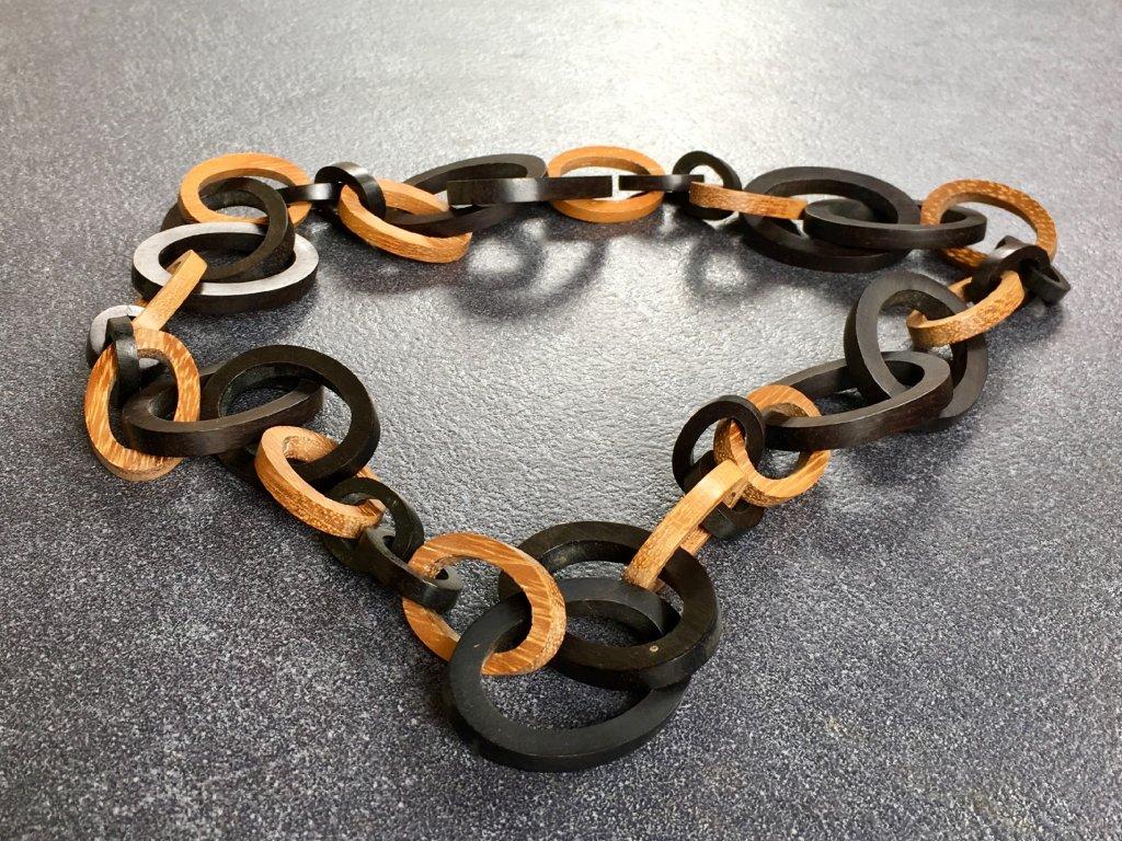 ebenové dřevo náhrdelník