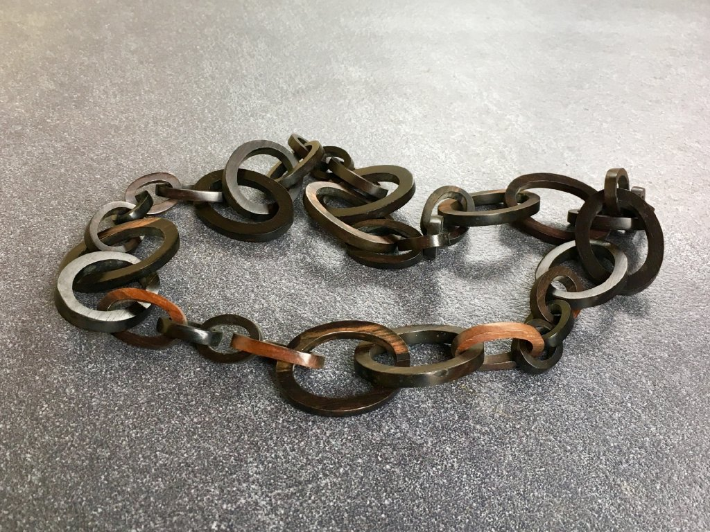 náhrdelník ebenové dřevo