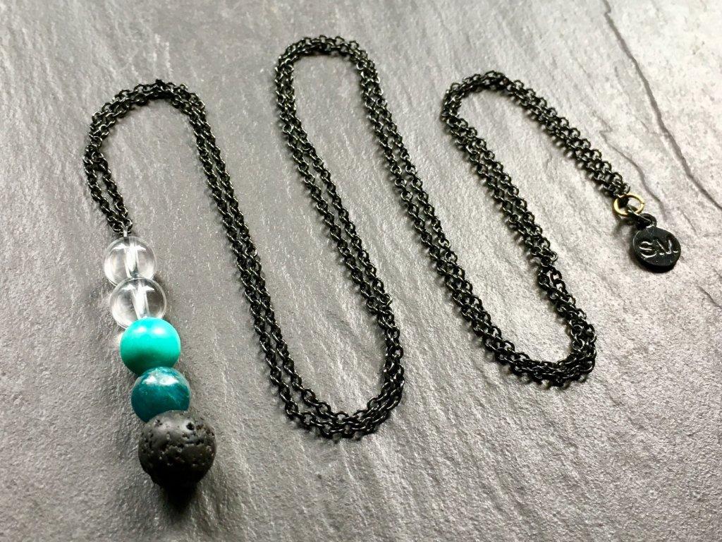 náhrdelníky z minerálů, náhrdelník křišťál, apatit, tyrkenit, láva