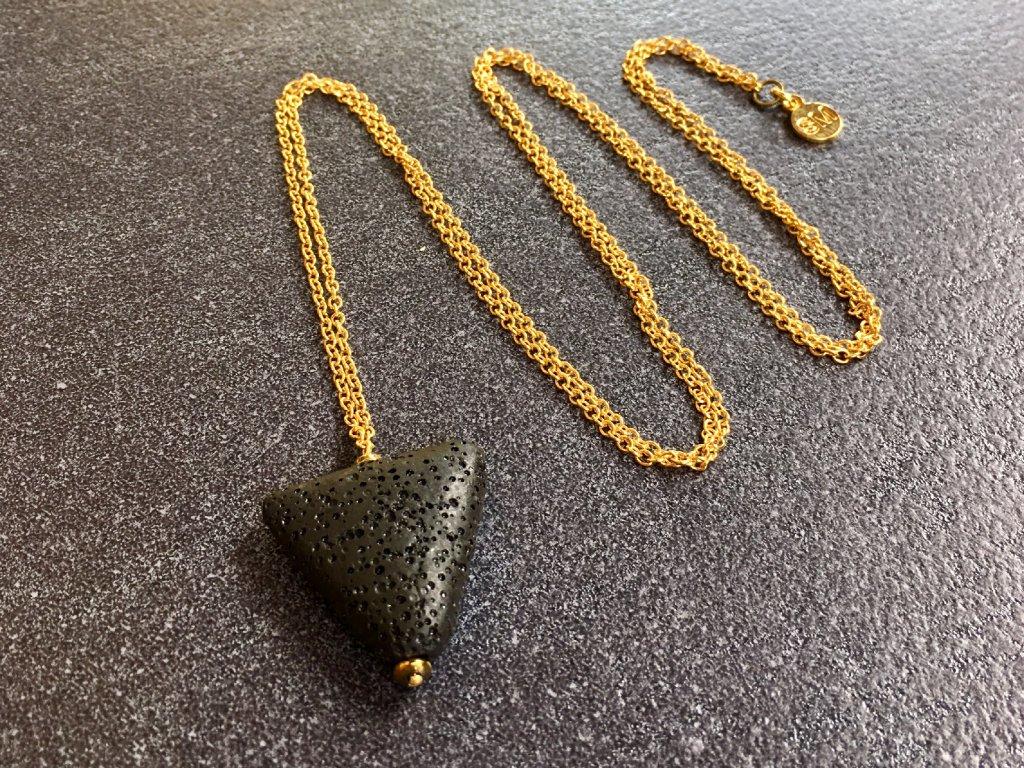 náhrdelníky z minerálů, náhrdelník láva, hematit