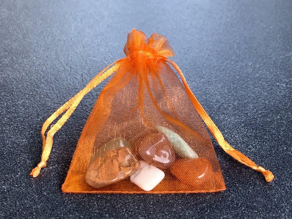 achát, amazonit, fluorit, magnezit, karneol, jaspis balíček minerálů sestavený pro děti