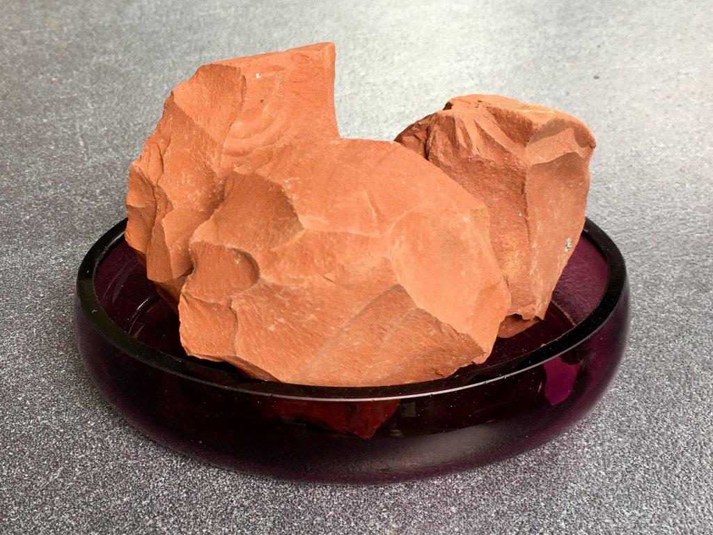 Jaspis červený surový