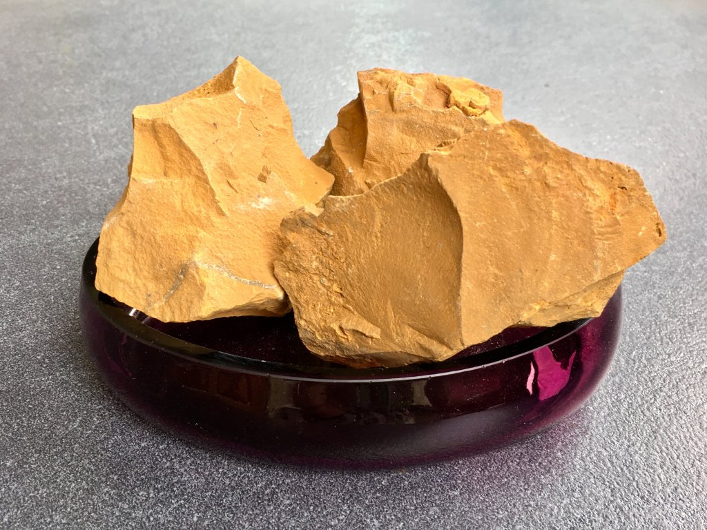 Chalcedon zlatý surový