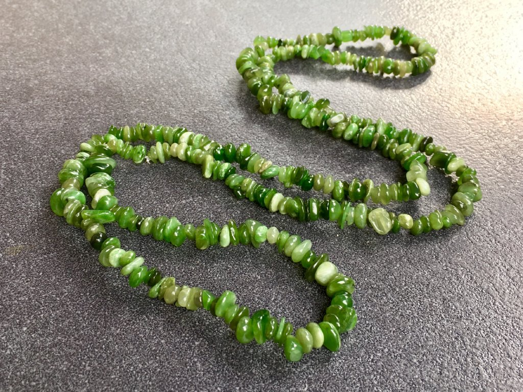 náhrdelníky z minerálů, nefrit náhrdelník