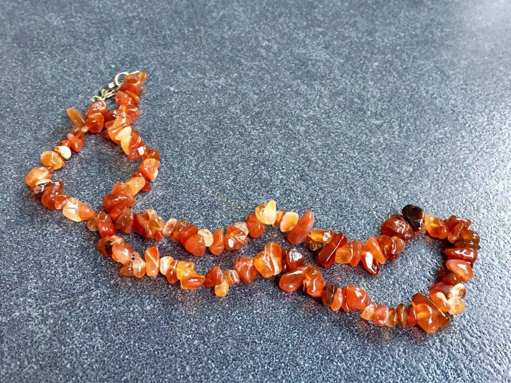 náhrdelníky z minerálů karneol
