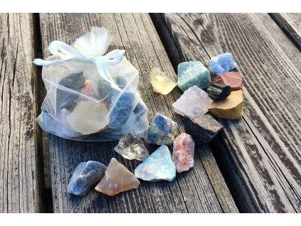 Balíček malých surových kamenů