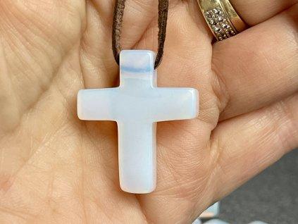 Opalit přívěsek vrtaný křížek