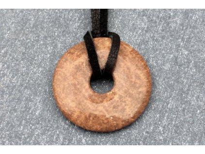 zkamenělé dřevo donut