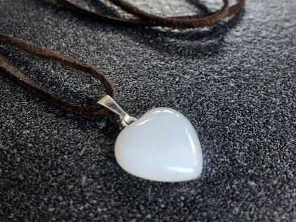 přívěsky z minerálů, achát bílý přívěsek srdce
