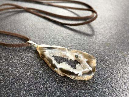přívěsky z minerálů, achát peříčkový přívěsek