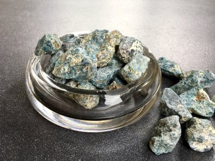 surové minerály, apatit surový