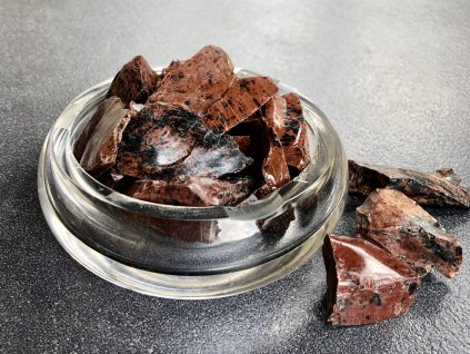 obsidián mahagon surový