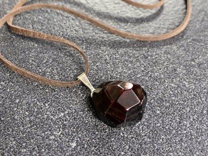 přívěsky z minerálů, granát faset přívěsek