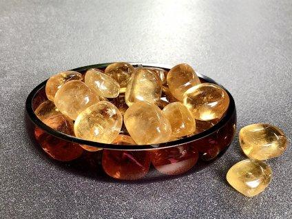 tromly z minerálů, kalcit medový, oranžový, žlutý troml