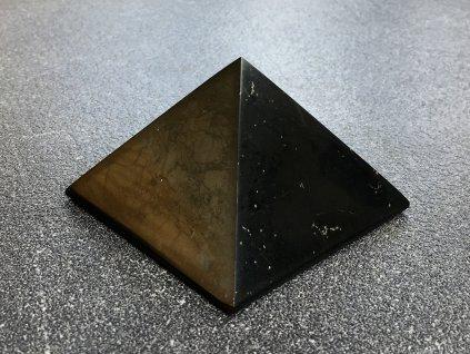 pyramidy z minerálů, šungitová pyramida