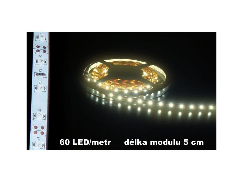 LED Pásek 12V teple bílý IP20 bílé pozadí 300lm 5m