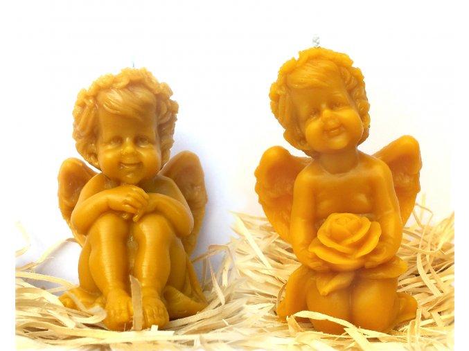 Sada dvou svíček ze včelího vosku – sedící anděl + anděl s růží