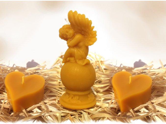 Sada tří svíček ze včelího vosku – anděl na kouli + dvě srdíčka