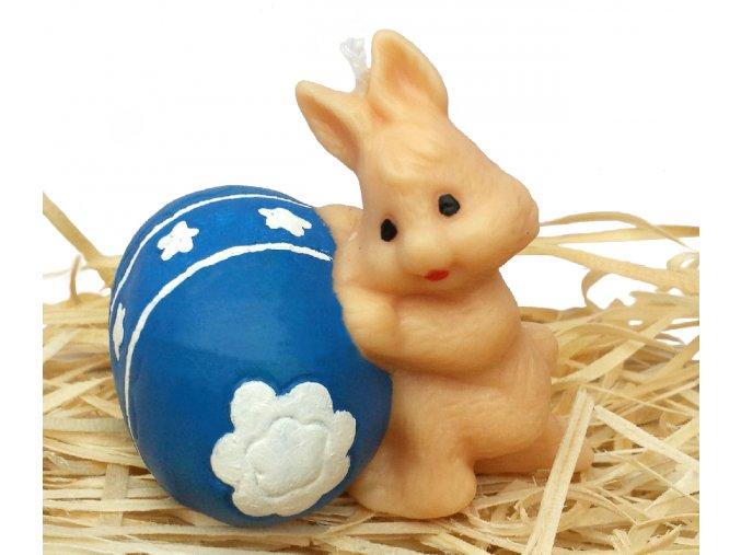 Ručně malovaná svíčka - zajíček kutálející vajíčko 7 cm modré