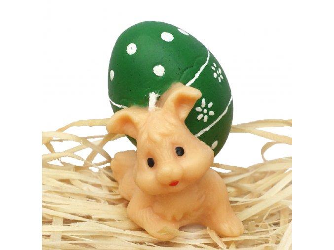 Ručně malovaná svíčka - zajíček nesoucí vajíčko 6.5 cm zelené
