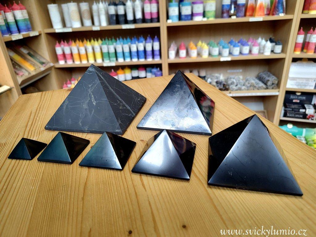 Pyramida 10x10 šungit