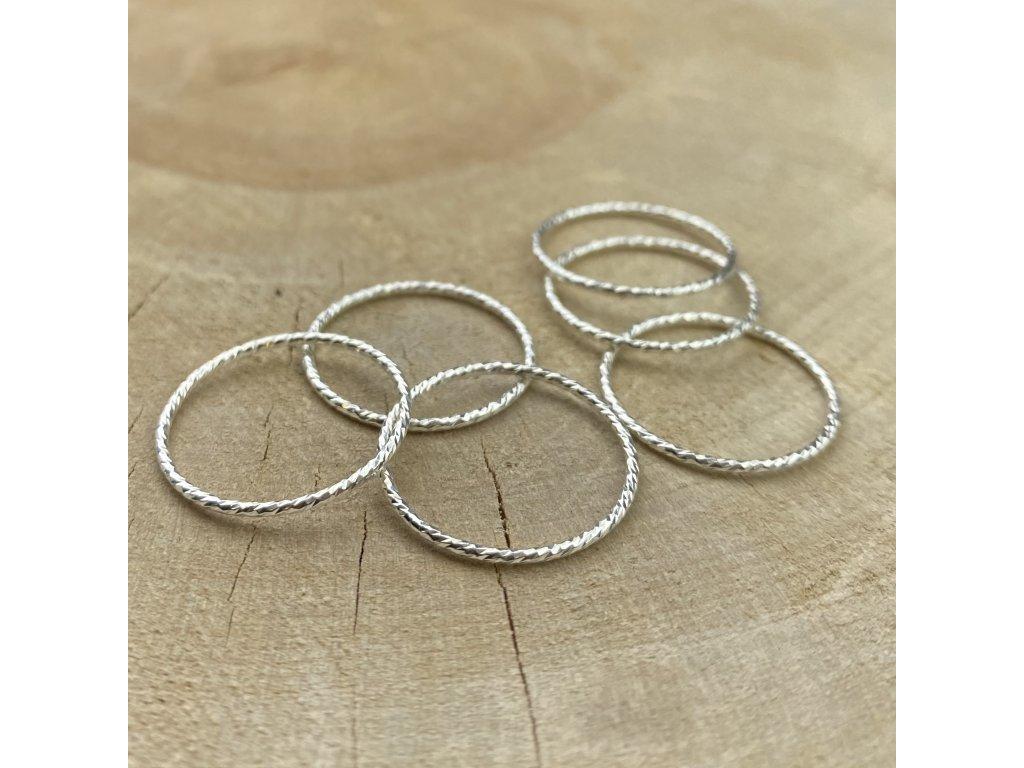 stříbrný prstýnek kroužek
