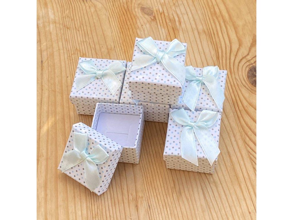 Dárková krabička na náušnice nebo prstýnek bílá s modrými puntíky