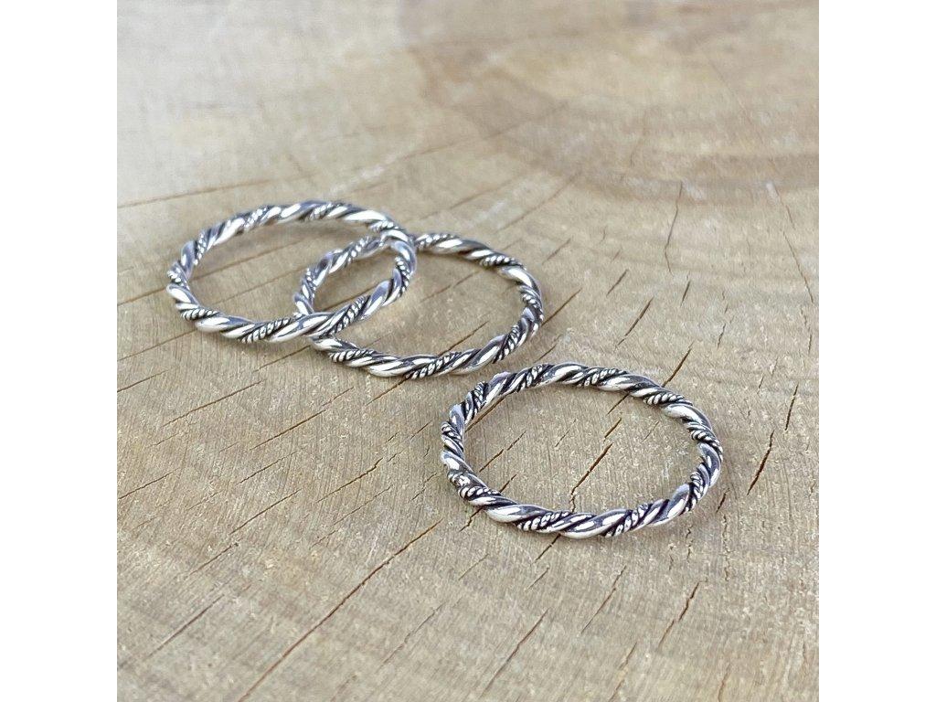 Stříbrný prstýnek kroucený (Velikost 9/60)