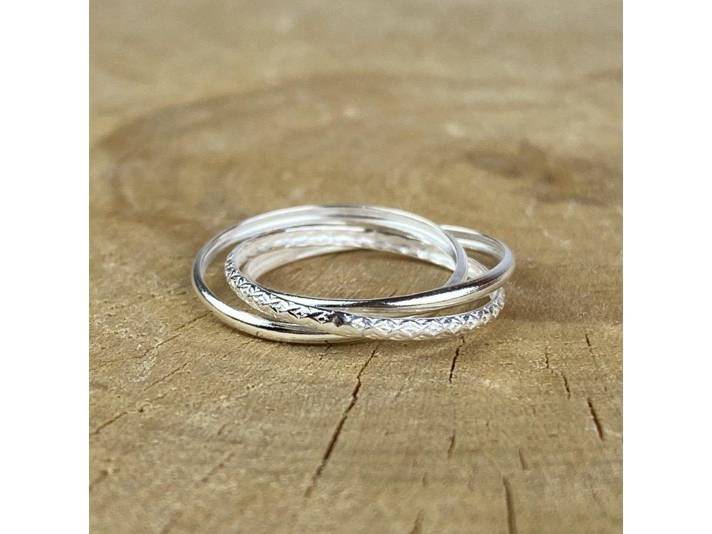 Stříbrný trojitý propojený prstýnek (Velikost 9/60)