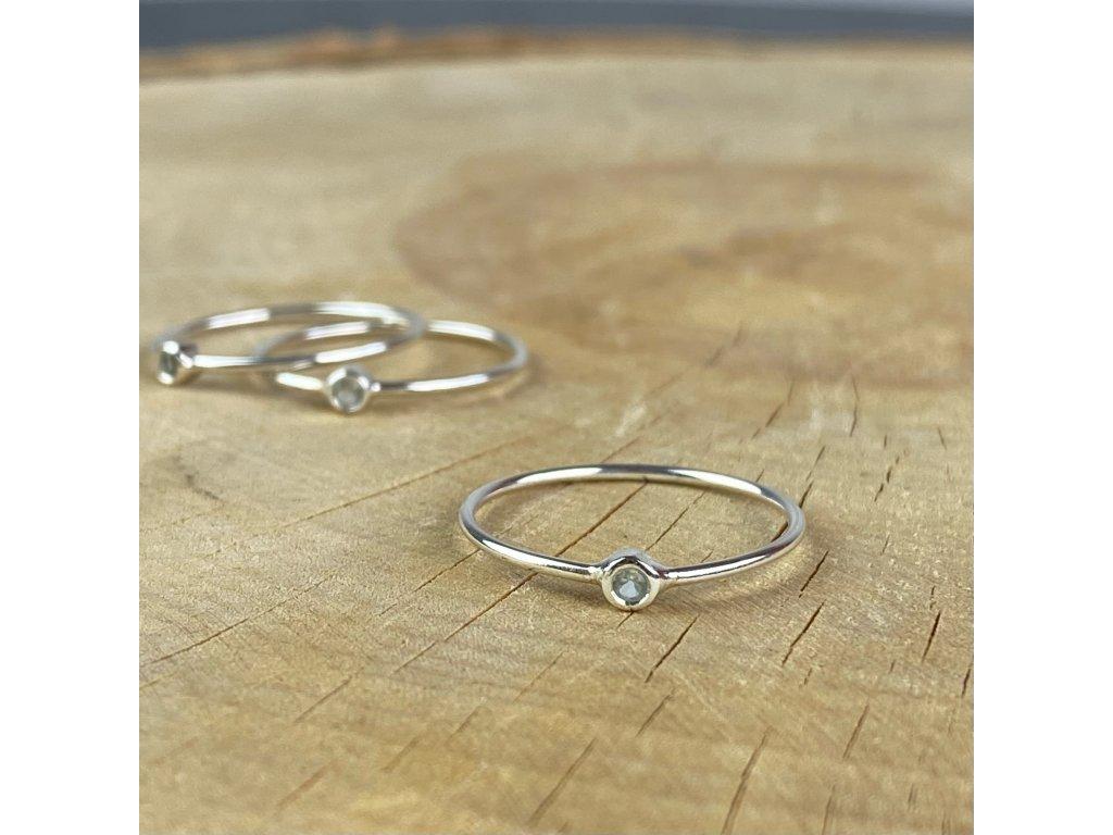 Stříbrný prstýnek s kamínkem modrého Topazu (Velikost 9/60)